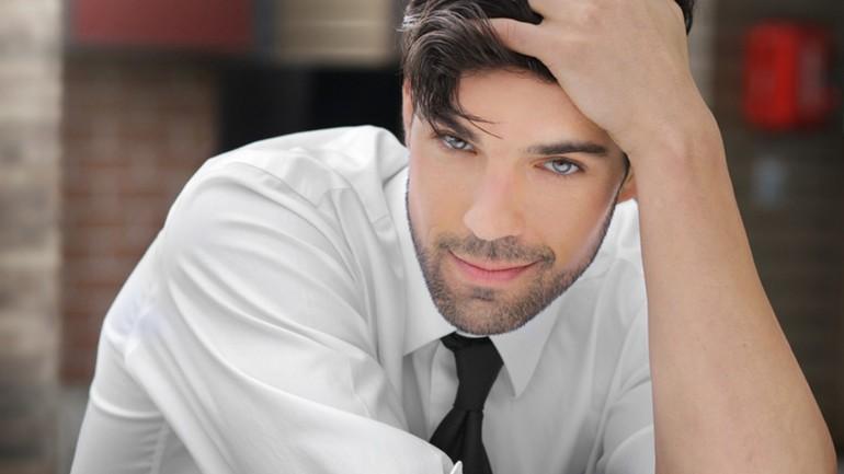 8 semne că un bărbat te place!